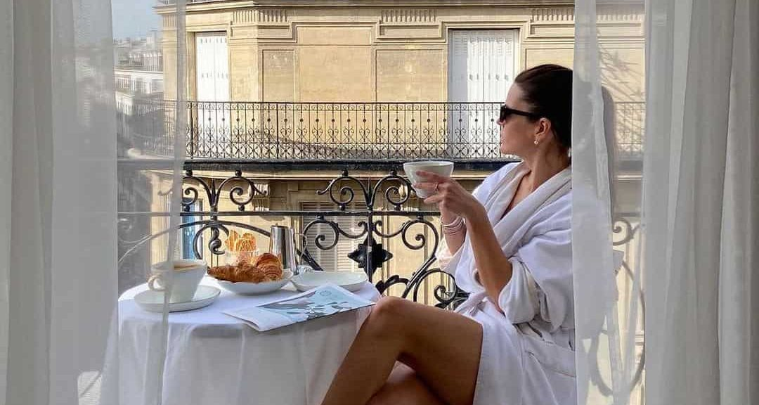 Dating French Girls: How To Date A French Woman And Make Her Your Wife